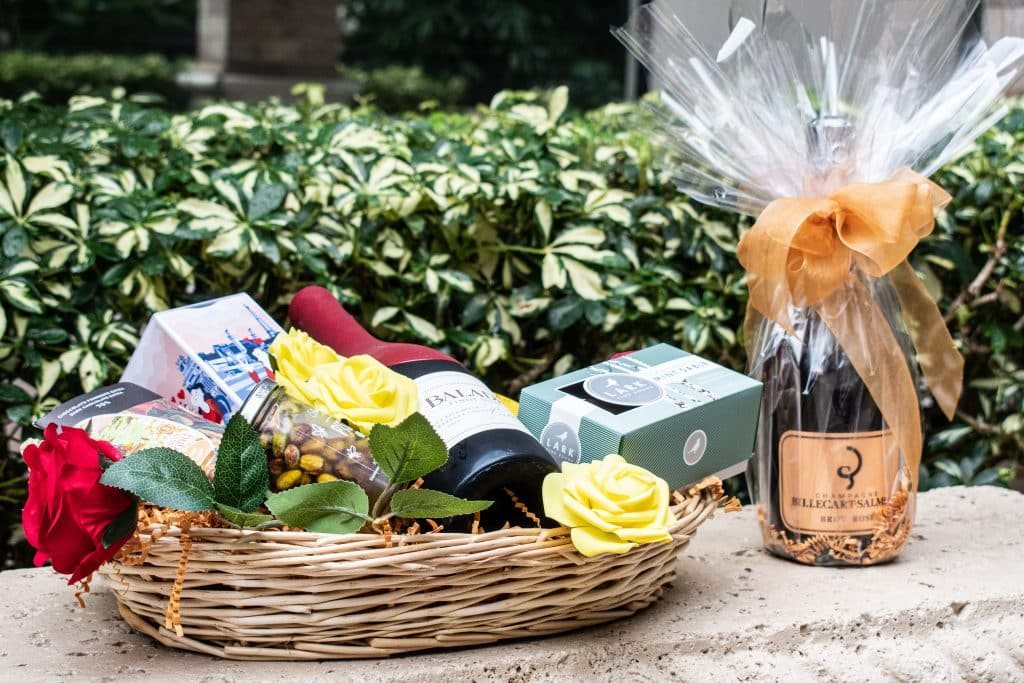 Wine basket with wine gift